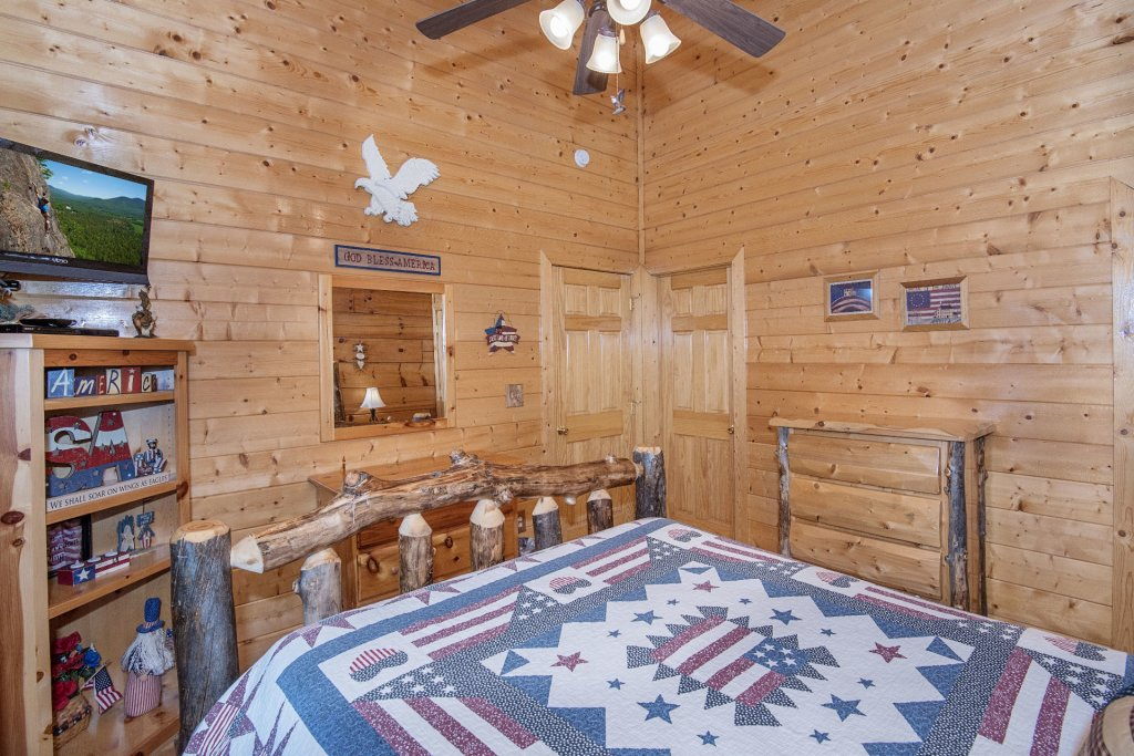 Photo of a Sevierville Cabin named  Eagle's Dream - This is the five hundred and eighth photo in the set.