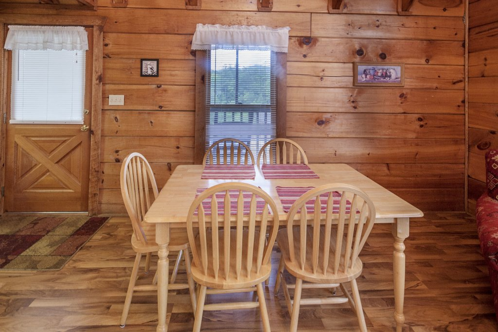 Photo of a Pigeon Forge Cabin named  The View - This is the four hundred and seventieth photo in the set.