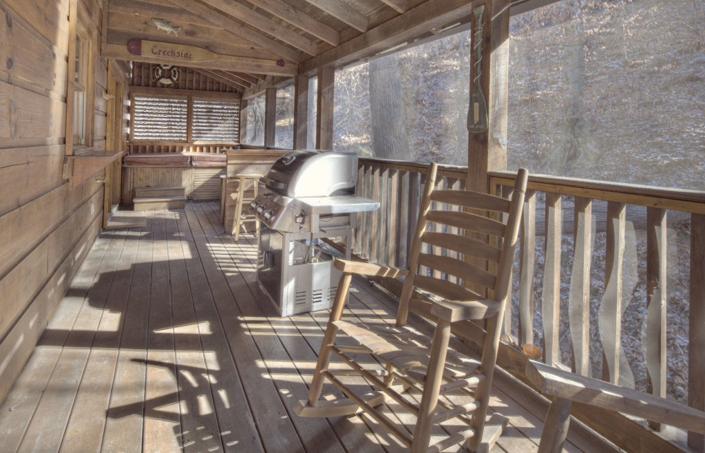 Photo of a Pigeon Forge Cabin named  Creekside - This is the eight hundred and sixty-sixth photo in the set.