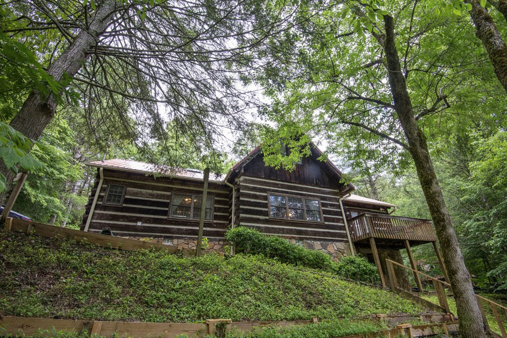 Photo of a Pigeon Forge Cabin named Valhalla - This is the eight hundred and fifty-second photo in the set.