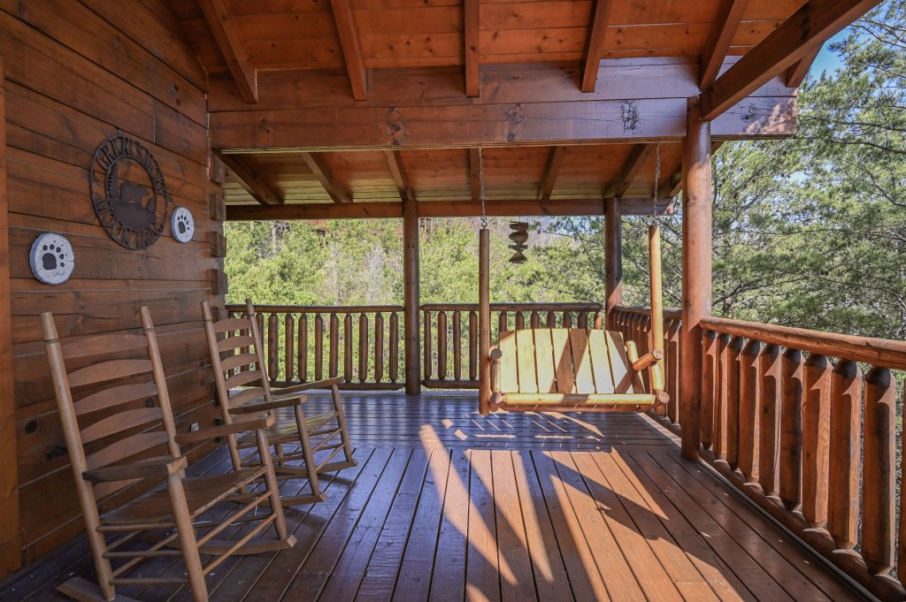 Photo of a Sevierville Cabin named Hillside Retreat - This is the two thousand one hundred and fifth photo in the set.