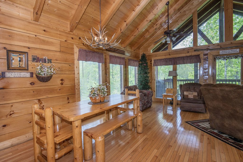 Photo of a Sevierville Cabin named  Eagle's Dream - This is the one hundred and thirteenth photo in the set.