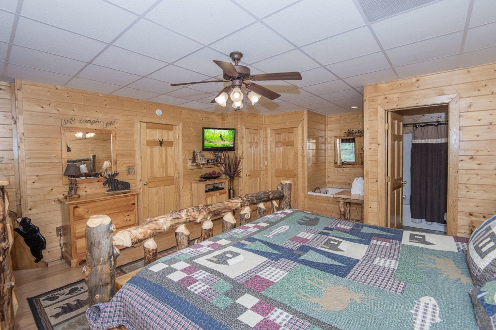 Photo of a Sevierville Cabin named  Eagle's Dream - This is the three hundred and ninety-fourth photo in the set.