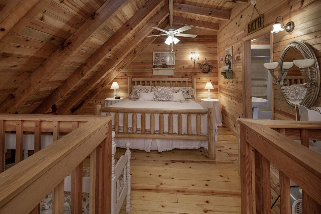 Photo of a Pigeon Forge Condo named  Jalyn's Treehouse - This is the one thousand one hundred and first photo in the set.