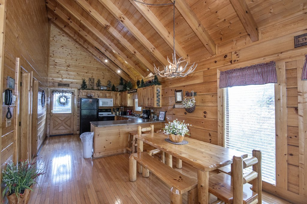 Photo of a Sevierville Cabin named  Eagle's Dream - This is the one hundred and fiftieth photo in the set.