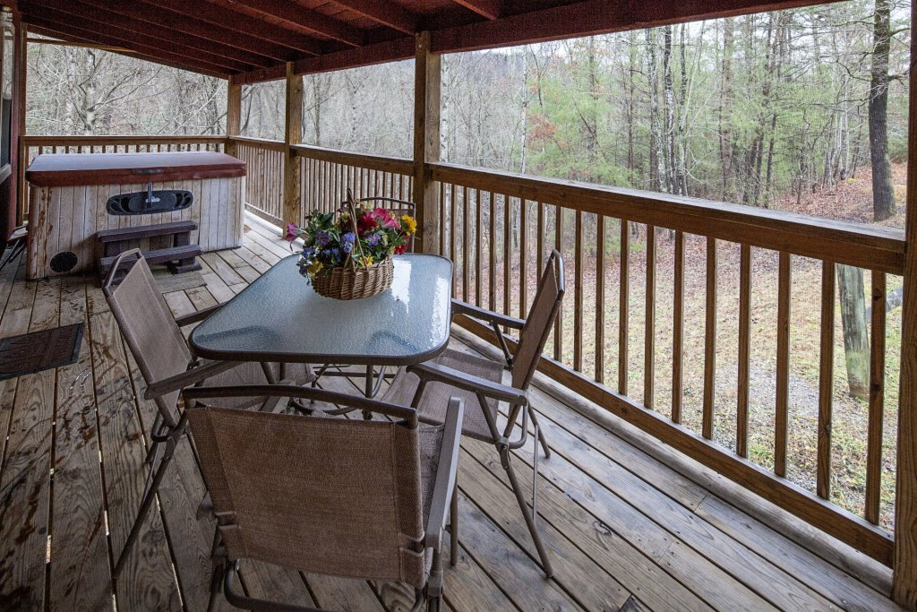Photo of a Pigeon Forge Cabin named Natures View - This is the one thousand two hundred and forty-second photo in the set.