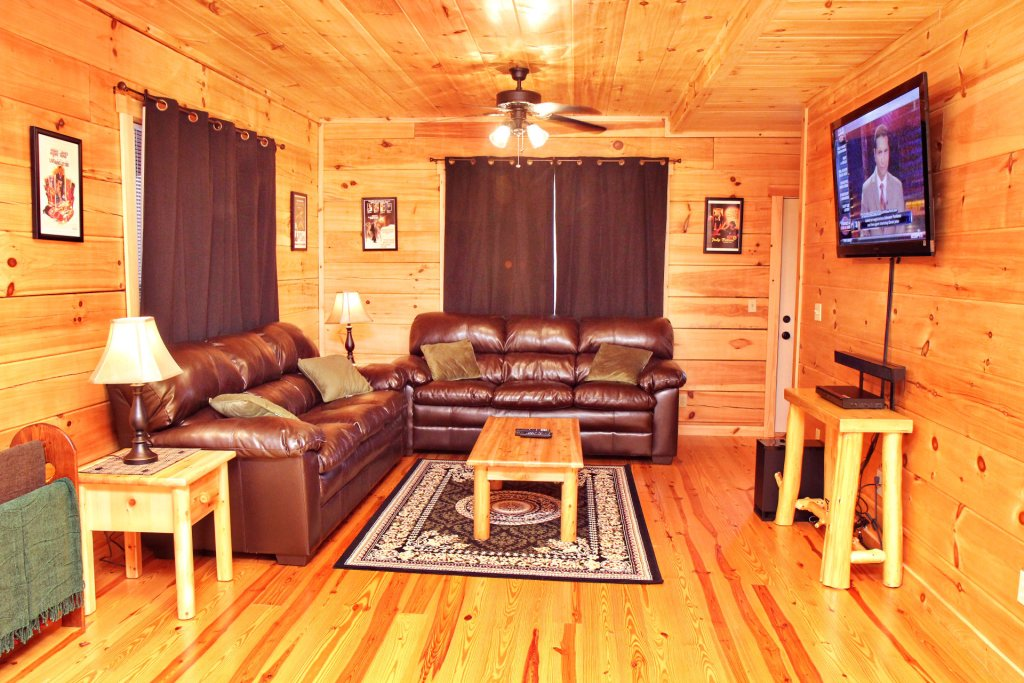 Photo of a Pigeon Forge Cabin named Cinema Falls - This is the six hundred and fifty-second photo in the set.