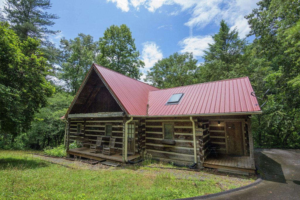 Photo of a Pigeon Forge Cabin named Valhalla - This is the one thousand two hundred and fourteenth photo in the set.