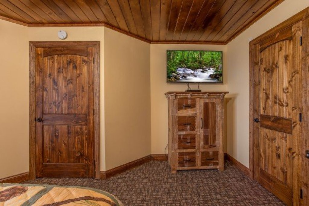 Photo of a Gatlinburg Cabin named Over Ober Lodge - This is the thirty-fifth photo in the set.