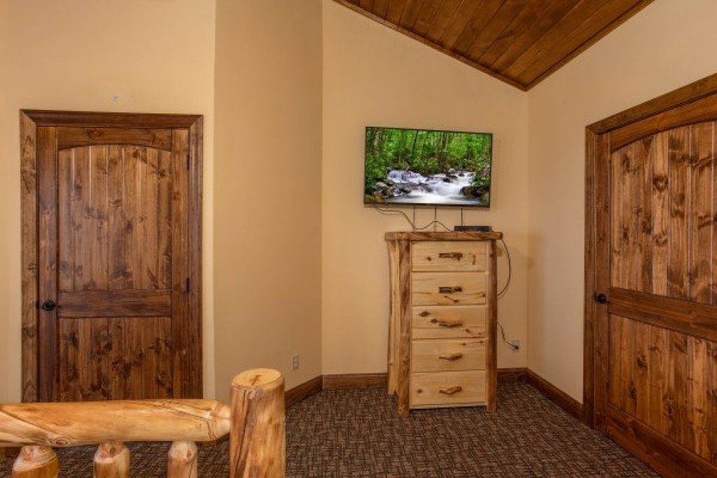 Photo of a Gatlinburg Cabin named Over Ober Lodge - This is the twenty-third photo in the set.