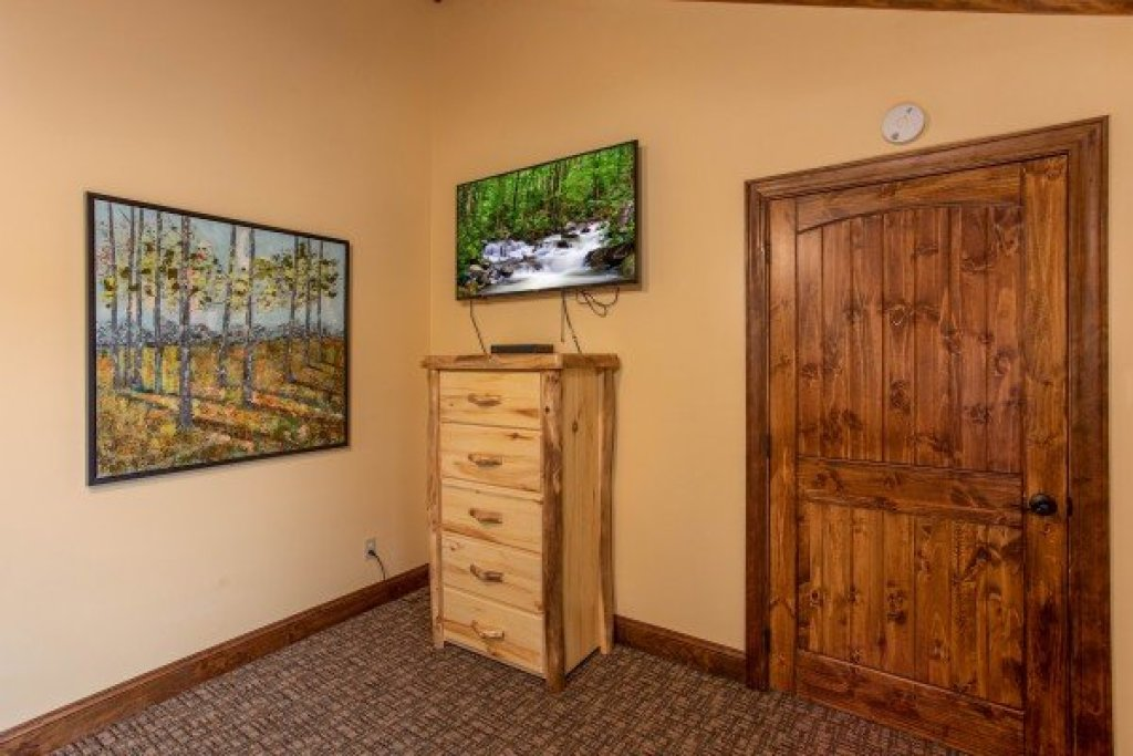 Photo of a Gatlinburg Cabin named Over Ober Lodge - This is the thirty-second photo in the set.