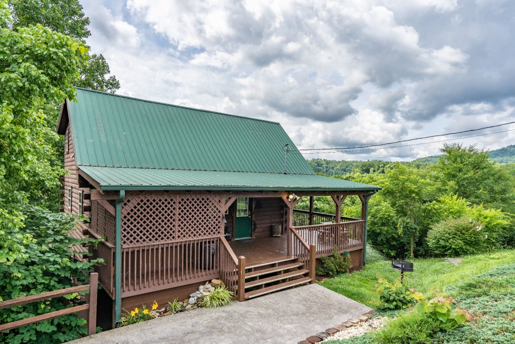 Photo of a Sevierville Cabin named Bears, Turkeys, And Deer Oh My! - This is the thirty-second photo in the set.