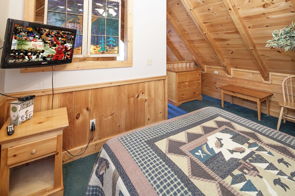 Photo of a Pigeon Forge Cabin named  Treasured Times - This is the two thousand two hundred and second photo in the set.