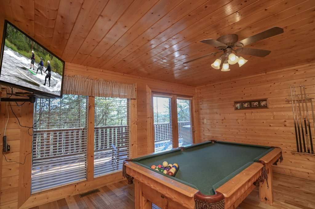 Photo of a Sevierville Cabin named Hillside Retreat - This is the nine hundred and seventy-fourth photo in the set.