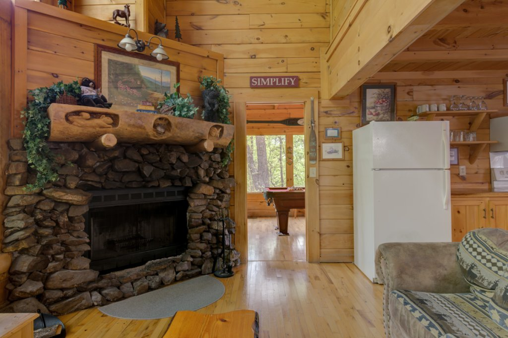Photo of a Sevierville Cabin named Whispering Pines #33 - This is the fifteenth photo in the set.