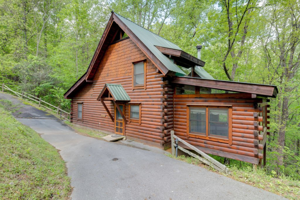 Photo of a Sevierville Cabin named Whispering Pines #33 - This is the first photo in the set.