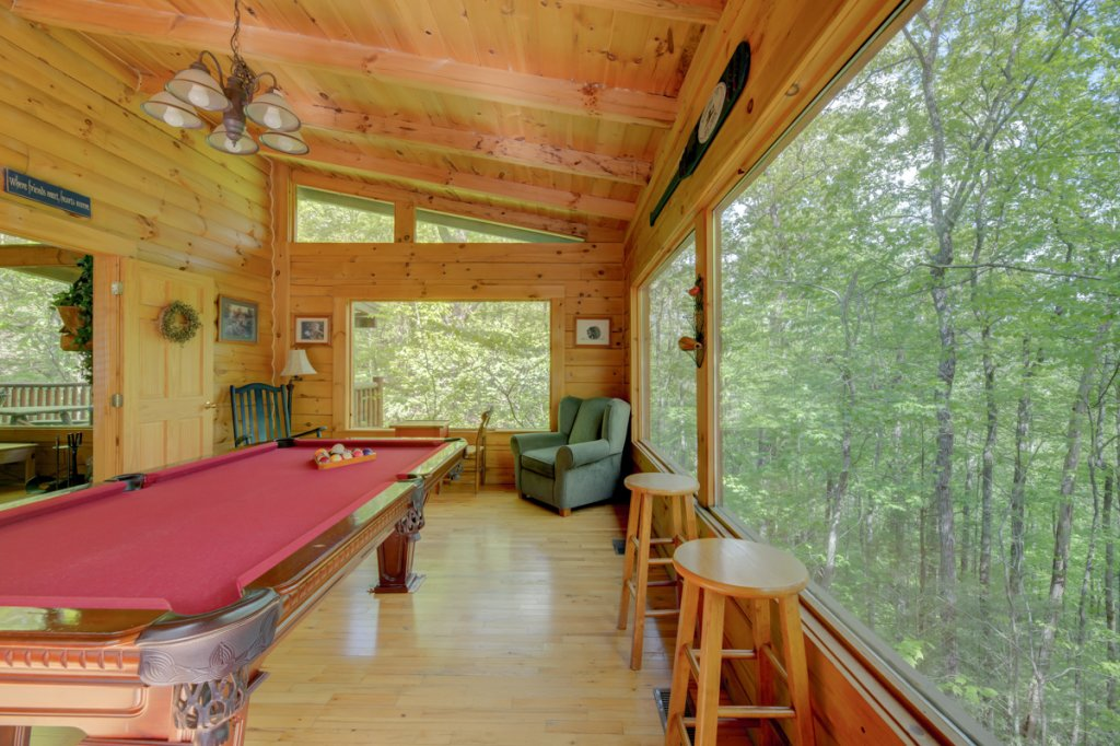 Photo of a Sevierville Cabin named Whispering Pines #33 - This is the seventeenth photo in the set.