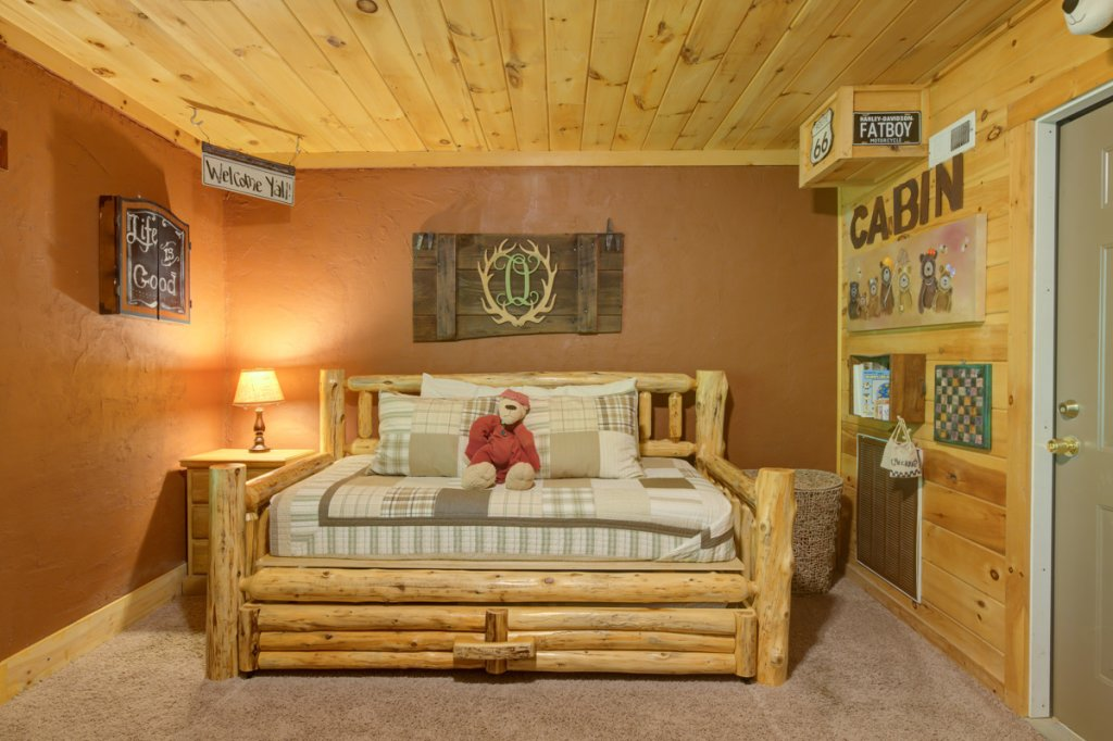 Photo of a Sevierville Cabin named Higher Ground #21 - This is the fourteenth photo in the set.