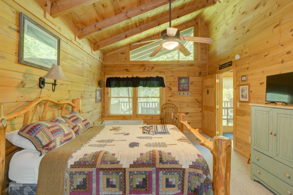Photo of a Sevierville Cabin named Whispering Pines #33 - This is the eleventh photo in the set.