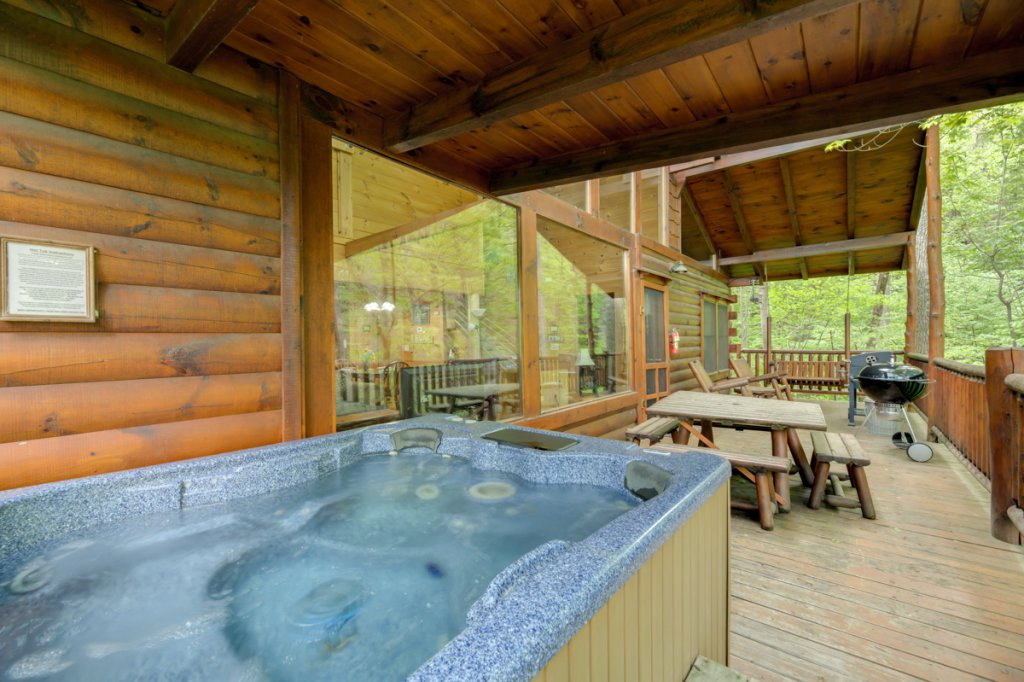 Photo of a Sevierville Cabin named Whispering Pines #33 - This is the twenty-second photo in the set.