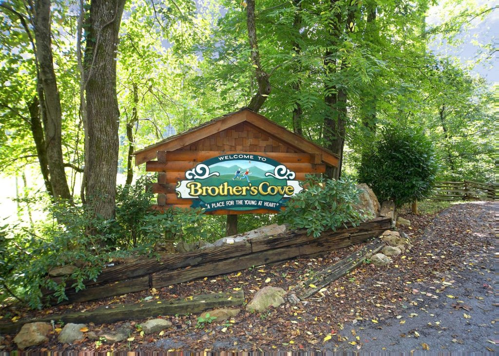 Photo of a Sevierville Cabin named Whispering Pines #33 - This is the twenty-third photo in the set.