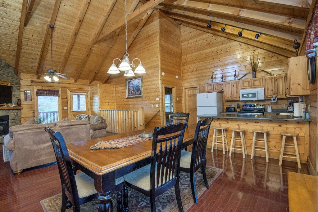 Photo of a Sevierville Cabin named  Almost Paradise - This is the three hundred and twenty-second photo in the set.