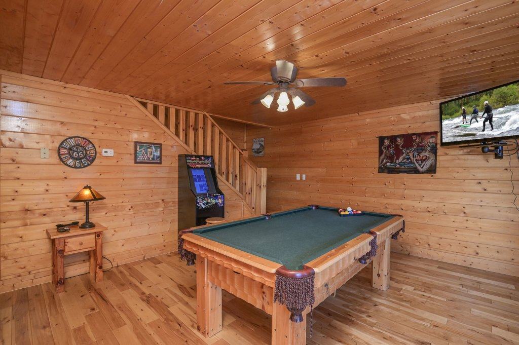 Photo of a Sevierville Cabin named Hillside Retreat - This is the one thousand and thirty-seventh photo in the set.