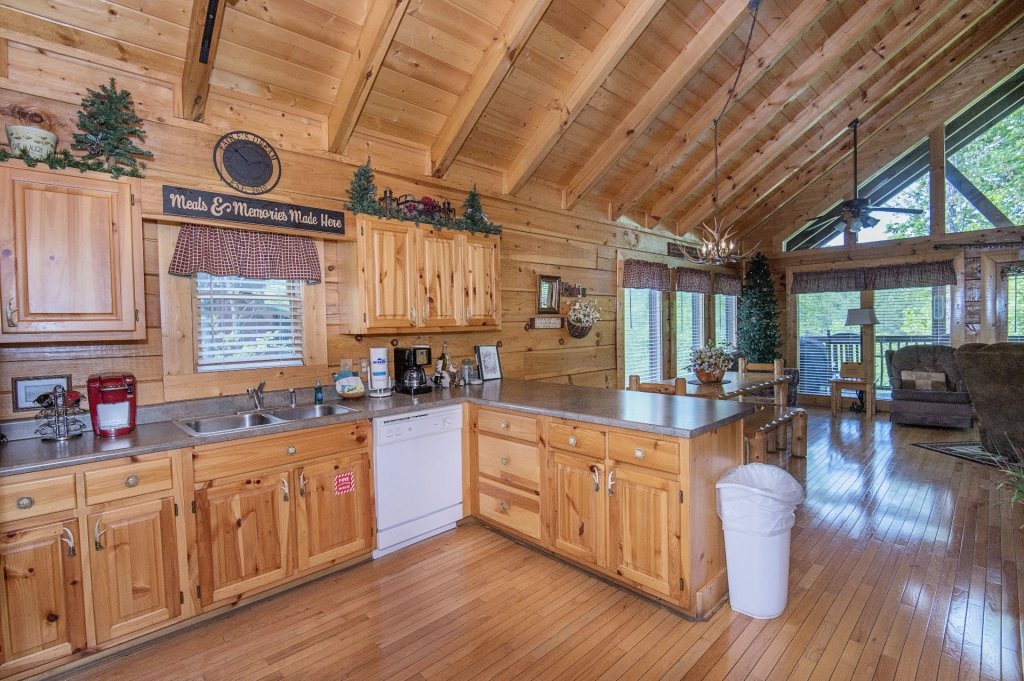 Photo of a Sevierville Cabin named  Eagle's Dream - This is the one hundredth photo in the set.
