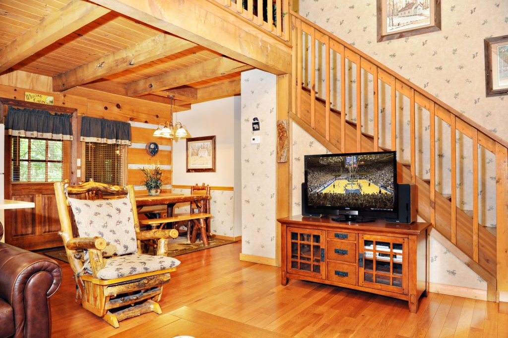 Photo of a Pigeon Forge Cabin named The Loon's Nest (formerly C.o.24) - This is the two hundred and fifty-ninth photo in the set.