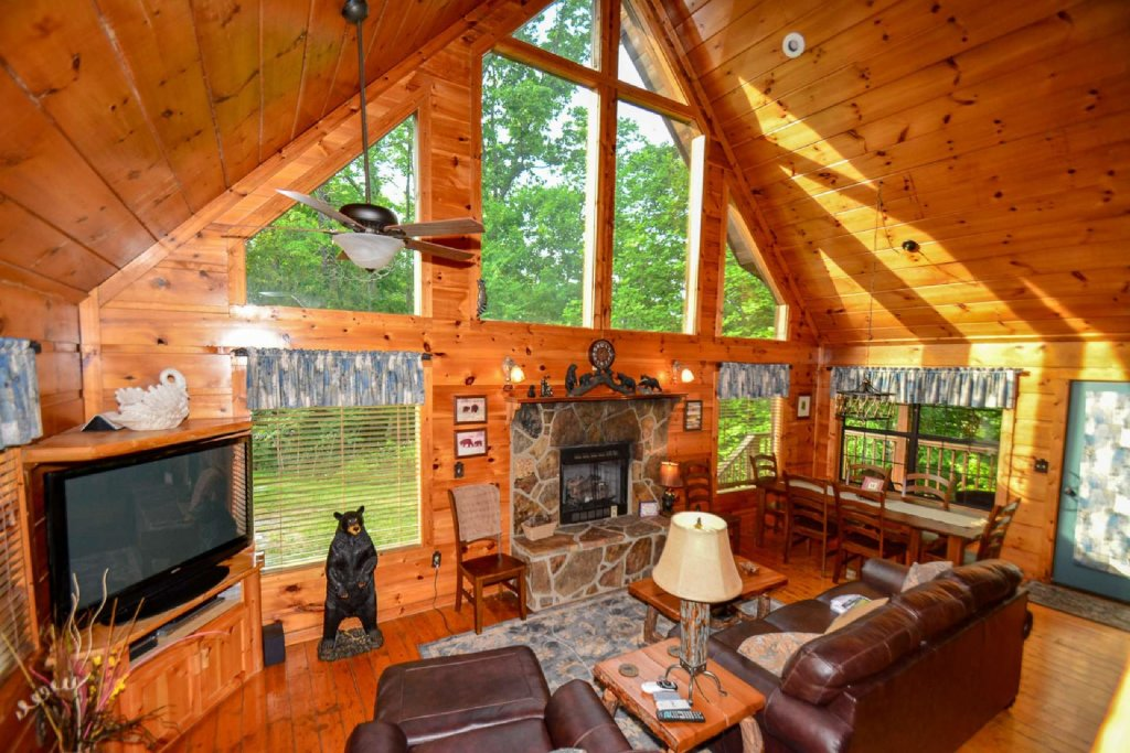 Photo of a Sevierville Cabin named Dogwood Ridge - This is the first photo in the set.
