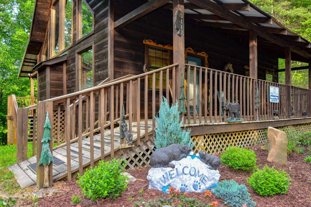 Photo of a Sevierville Cabin named Dogwood Ridge - This is the second photo in the set.