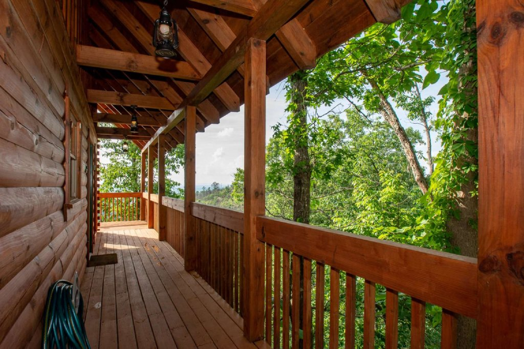 Photo of a Pigeon Forge Cabin named Falcon Ridge - This is the twenty-sixth photo in the set.