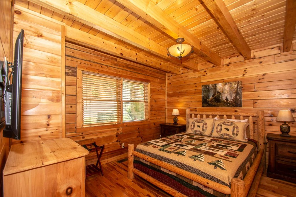Photo of a Pigeon Forge Cabin named Falcon Ridge - This is the thirteenth photo in the set.