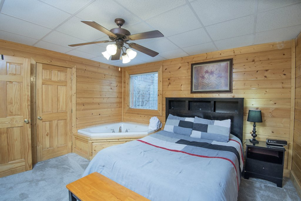Photo of a Sevierville Cabin named  Almost Paradise - This is the one thousand four hundred and second photo in the set.