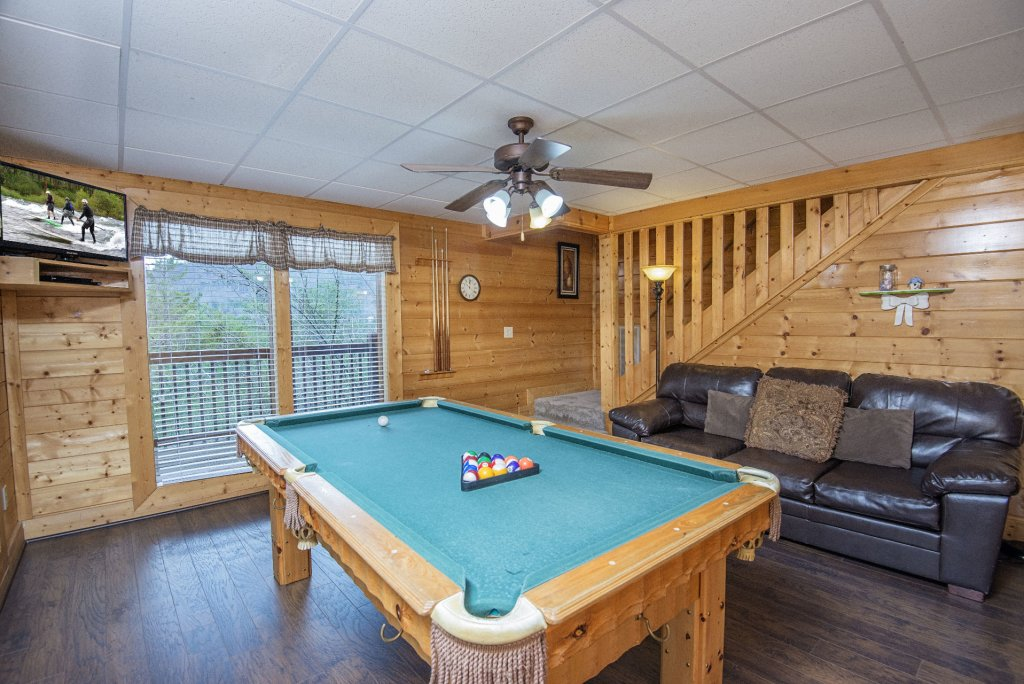 Photo of a Sevierville Cabin named  Almost Paradise - This is the six hundred and seventeenth photo in the set.