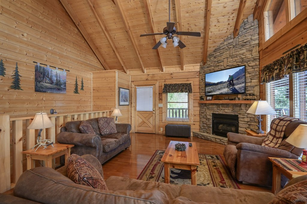 Photo of a Sevierville Cabin named Hillside Retreat - This is the three hundred and ninety-eighth photo in the set.