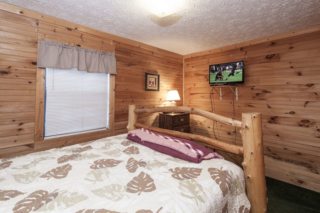 Photo of a Pigeon Forge Cabin named Natures View - This is the four hundred and eighteenth photo in the set.