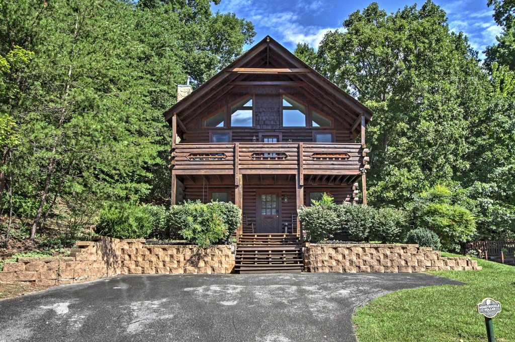 Photo of a Pigeon Forge Cabin named  Honeysuckle Holler - This is the forty-second photo in the set.