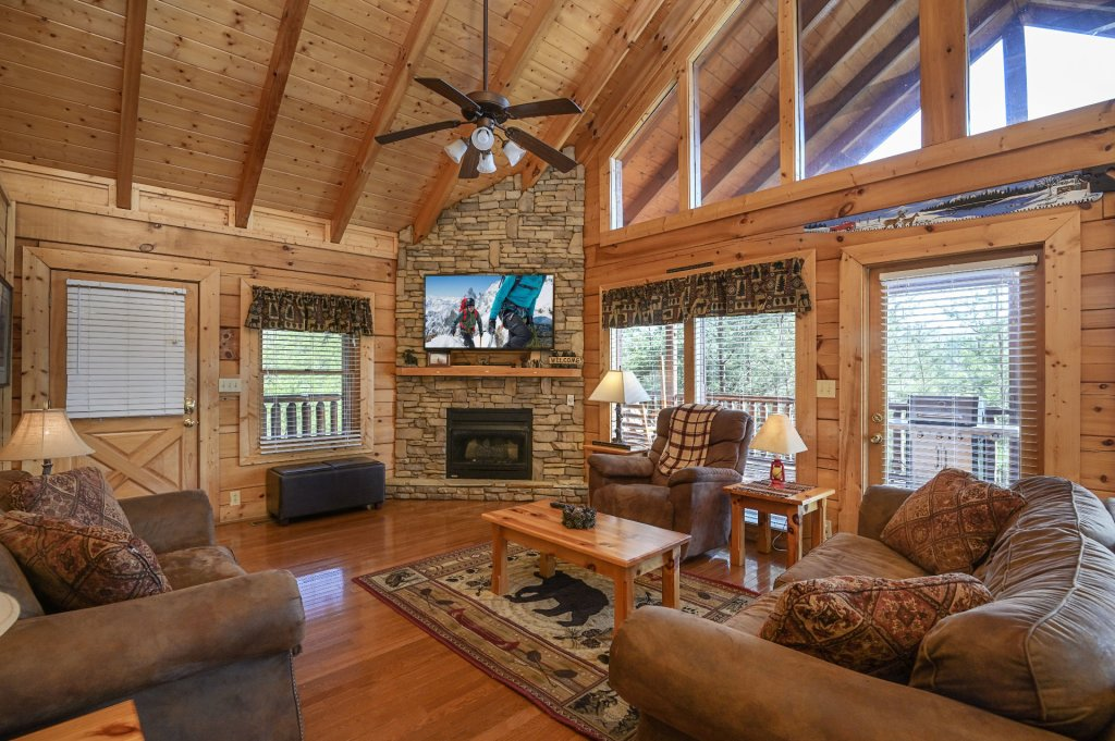 Photo of a Sevierville Cabin named Hillside Retreat - This is the two hundred and eighty-seventh photo in the set.