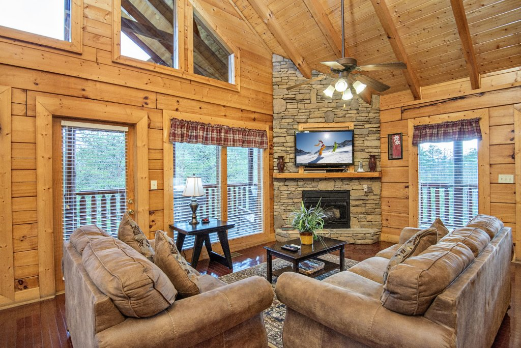 Photo of a Sevierville Cabin named  Almost Paradise - This is the one hundred and fourth photo in the set.