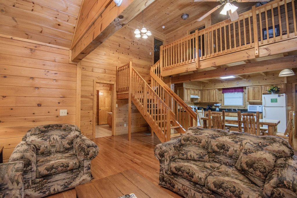 Photo of a Gatlinburg Cabin named Point Of View - This is the two hundred and seventeenth photo in the set.
