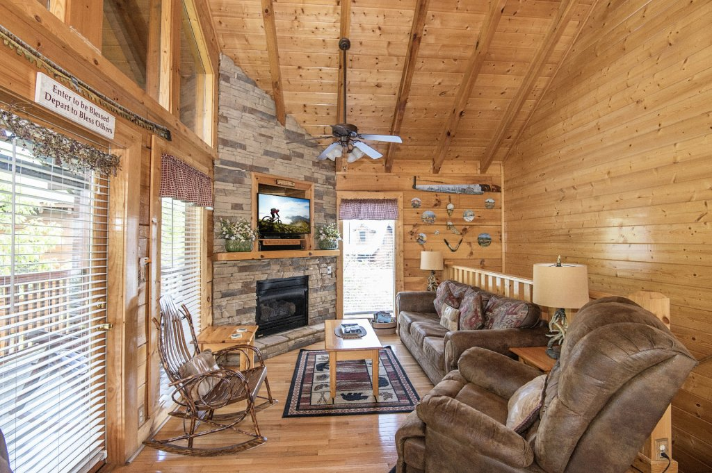 Photo of a Sevierville Cabin named  Eagle's Dream - This is the forty-seventh photo in the set.
