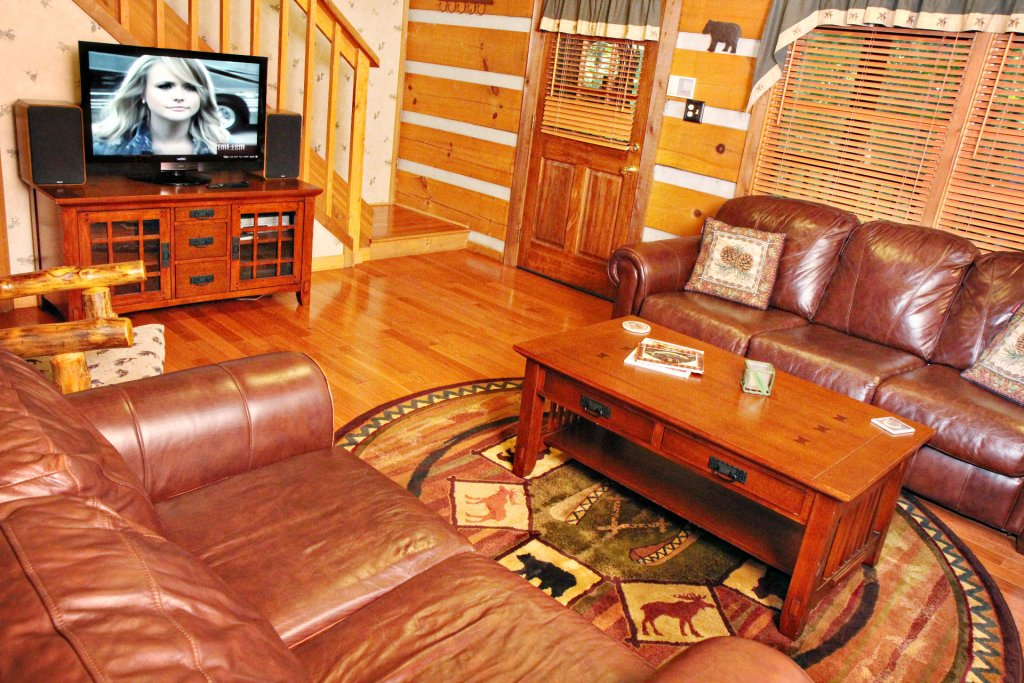 Photo of a Pigeon Forge Cabin named The Loon's Nest (formerly C.o.24) - This is the one hundred and fifty-fourth photo in the set.