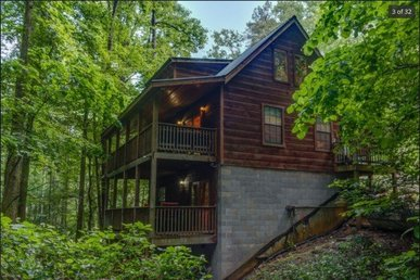 Streamside Serenity For 11 With A Great Game Room, Two Large Decks, & A Hot Tub.