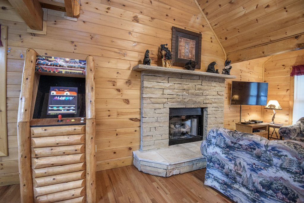 Photo of a Gatlinburg Cabin named Point Of View - This is the three hundredth photo in the set.