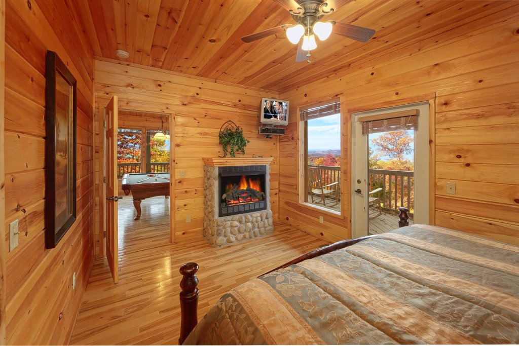 Photo of a Gatlinburg Cabin named Emerald City Lights #203 - This is the twenty-second photo in the set.