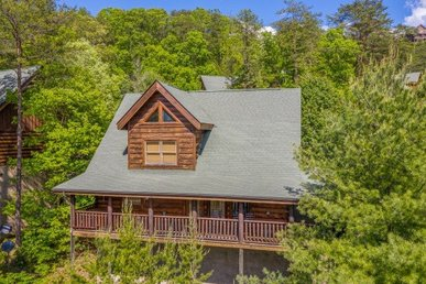2 Bedroom, 2 Bath Luxury Cabin For 8 With Incredible Views And Easy To Access