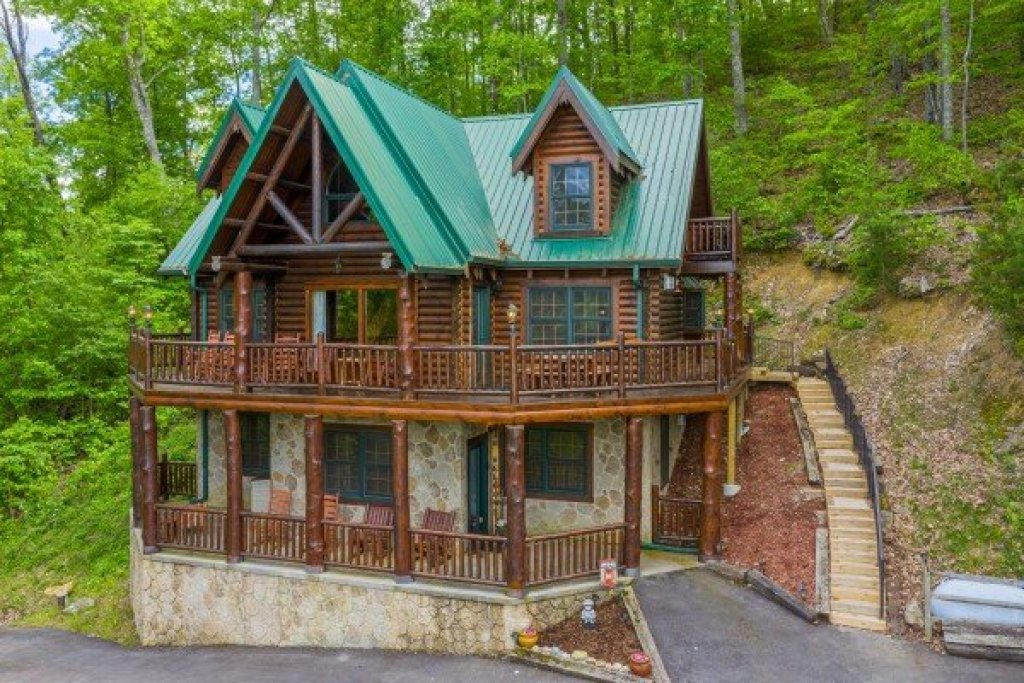 Photo of a Sevierville Cabin named Heavenly Homestead - This is the second photo in the set.