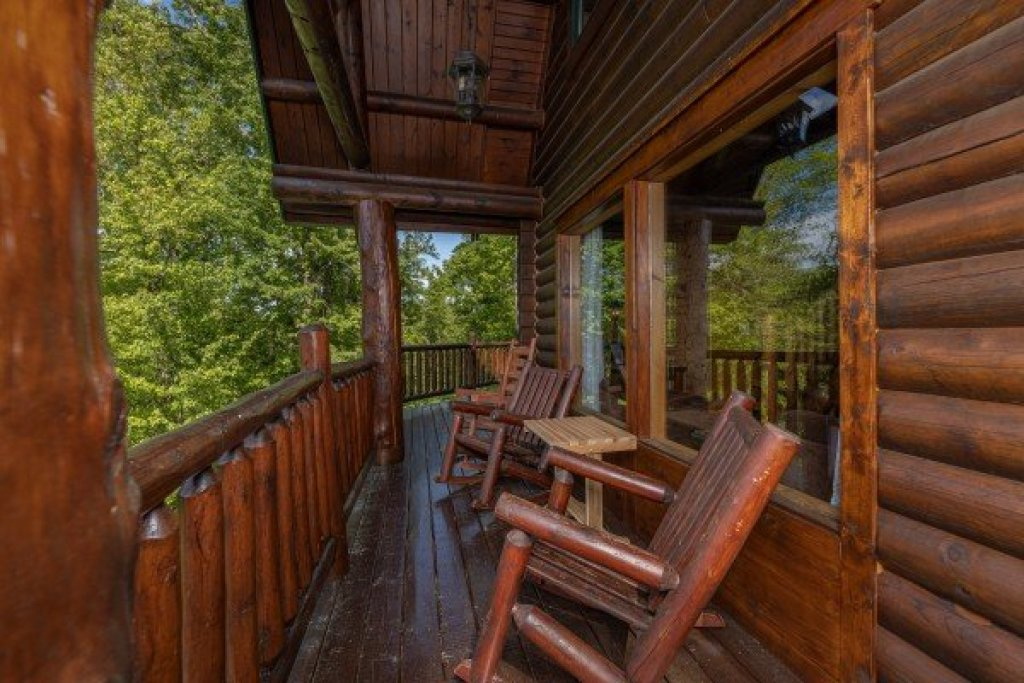 Photo of a Sevierville Cabin named Heavenly Homestead - This is the eighth photo in the set.