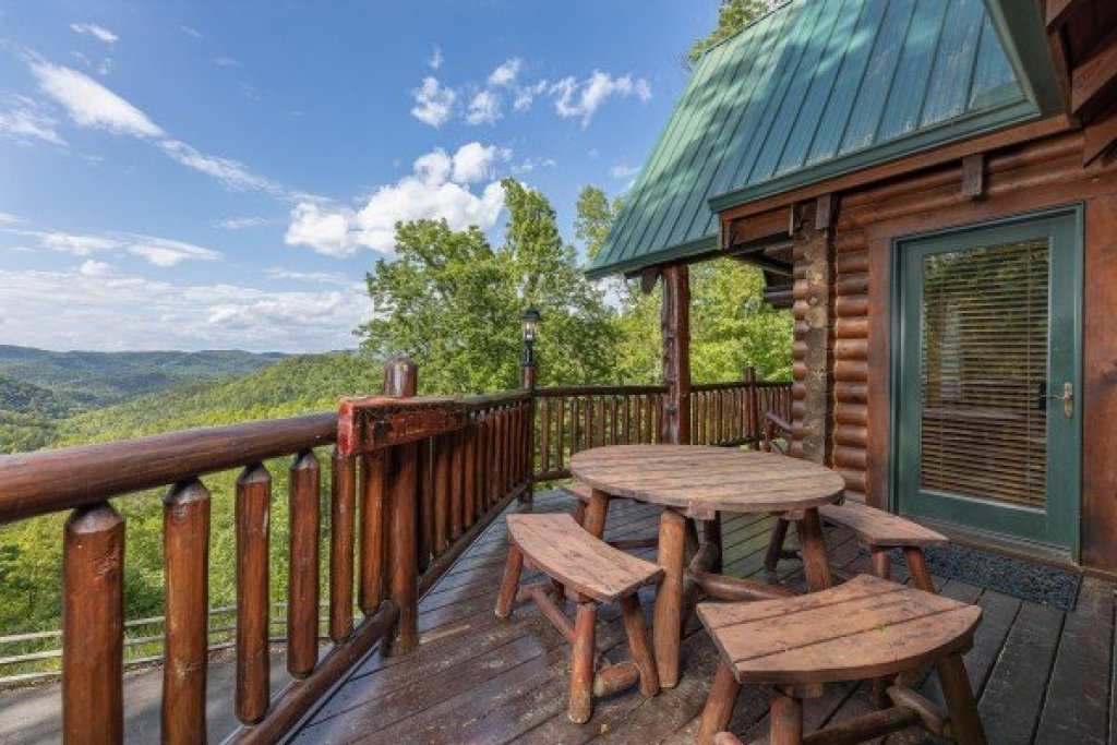 Photo of a Sevierville Cabin named Heavenly Homestead - This is the seventh photo in the set.